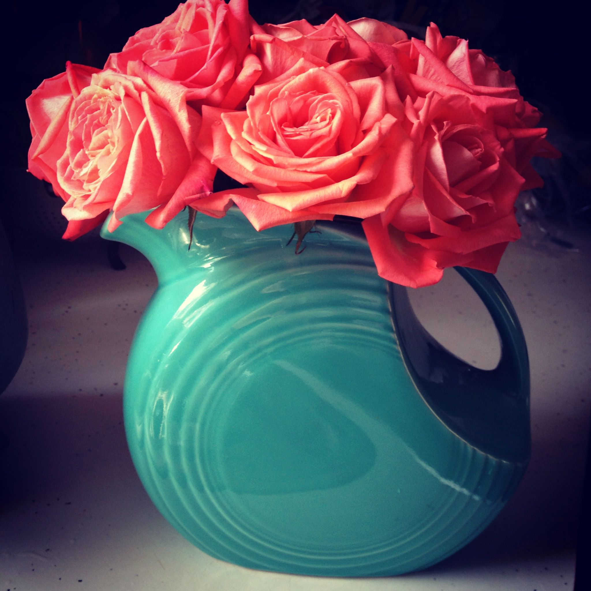 Use a pitcher instead of a vase for flowers! Love this color combo! Coral & turquoise