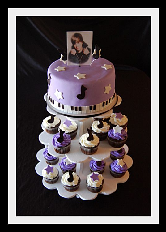 Justin Bieber Cake With 2 Dozen Cupcakes With Images Justin