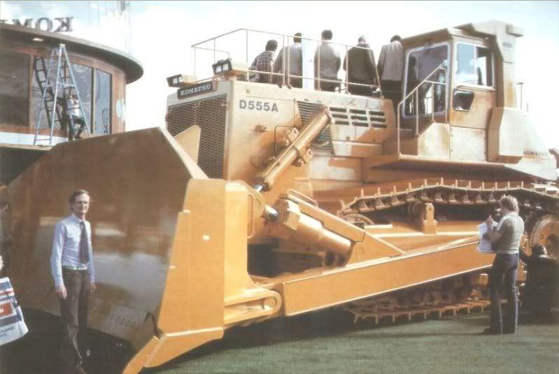 komatsu D555   Komatsu D555A & ChTZ T-800 Bulldozer - General Topics
