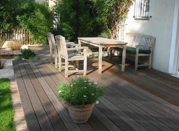 Freden Gärten  Holzterrasse über Splittflächen - EINFASSUNG