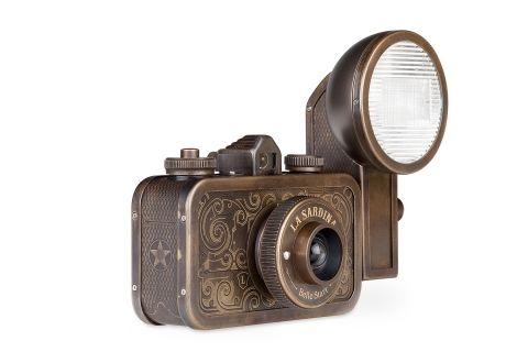 Photography gear - La Sardina Camera & Flash - Belle Starr - Lomography Shop - Lomography Shop