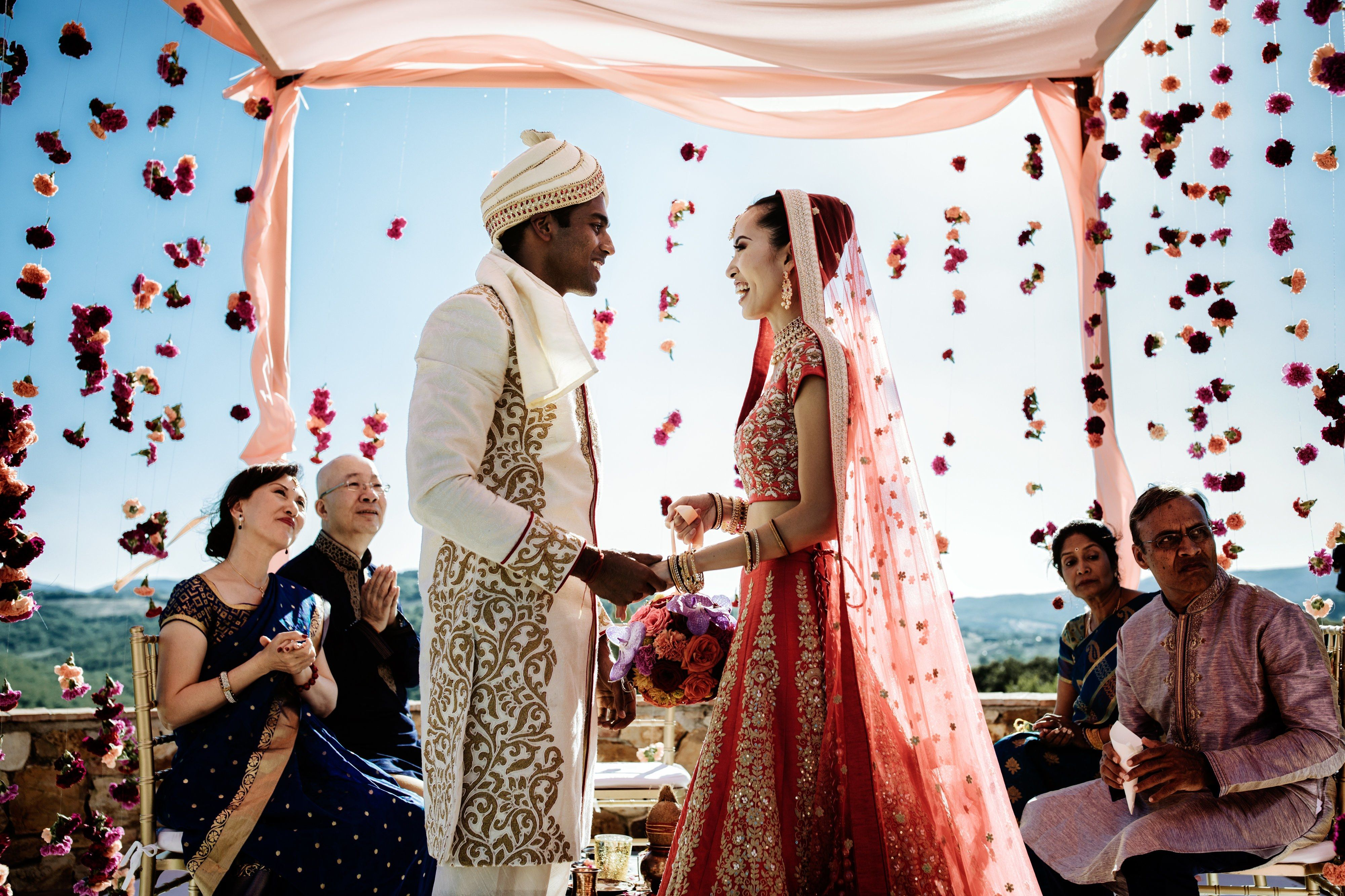 A Traditional Indian Wedding In Tuscany Hindu Wedding Ceremony Muslim Wedding Ceremony Wedding Ceremony Traditions