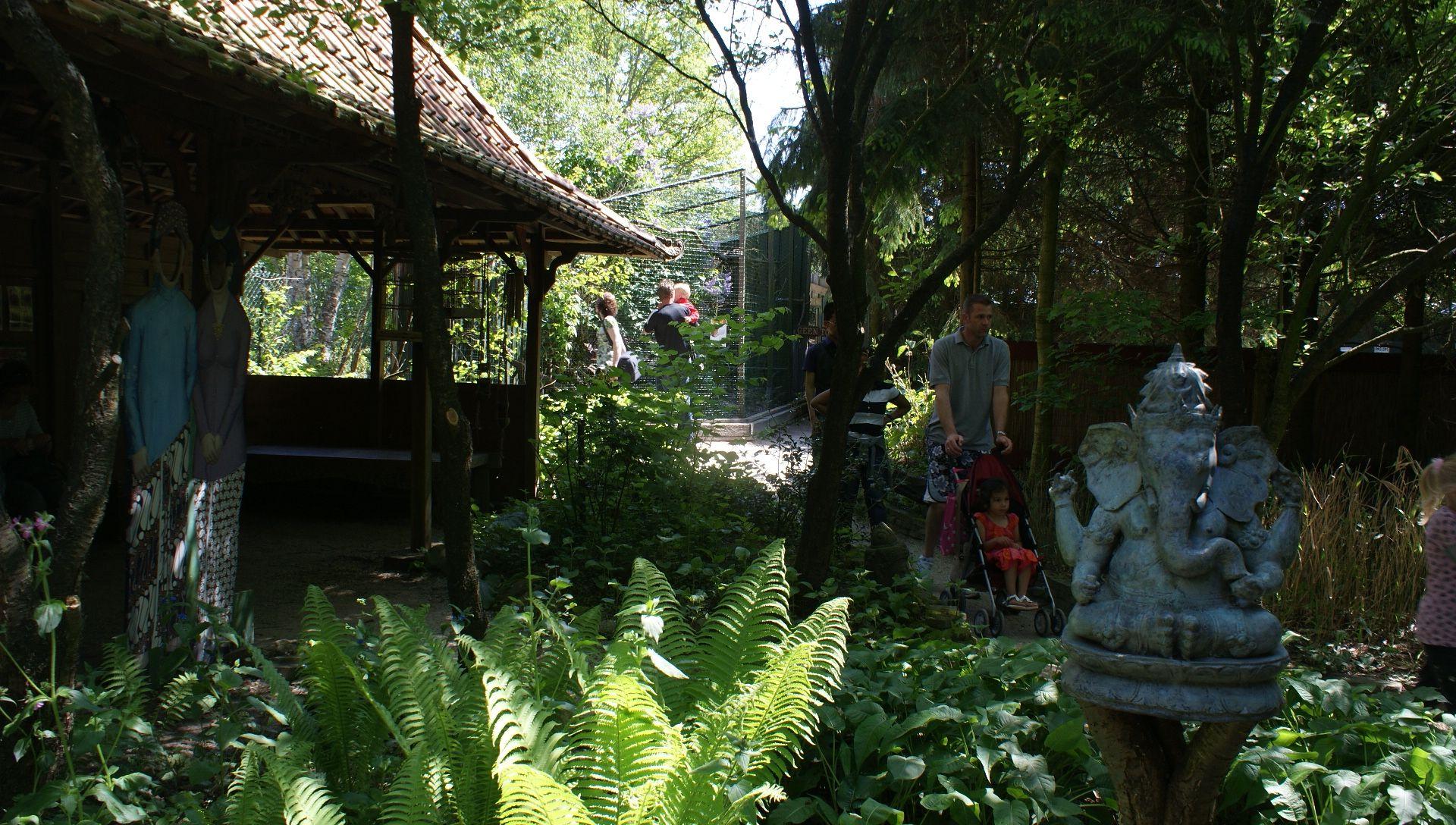 limasan Indonesia, Taman