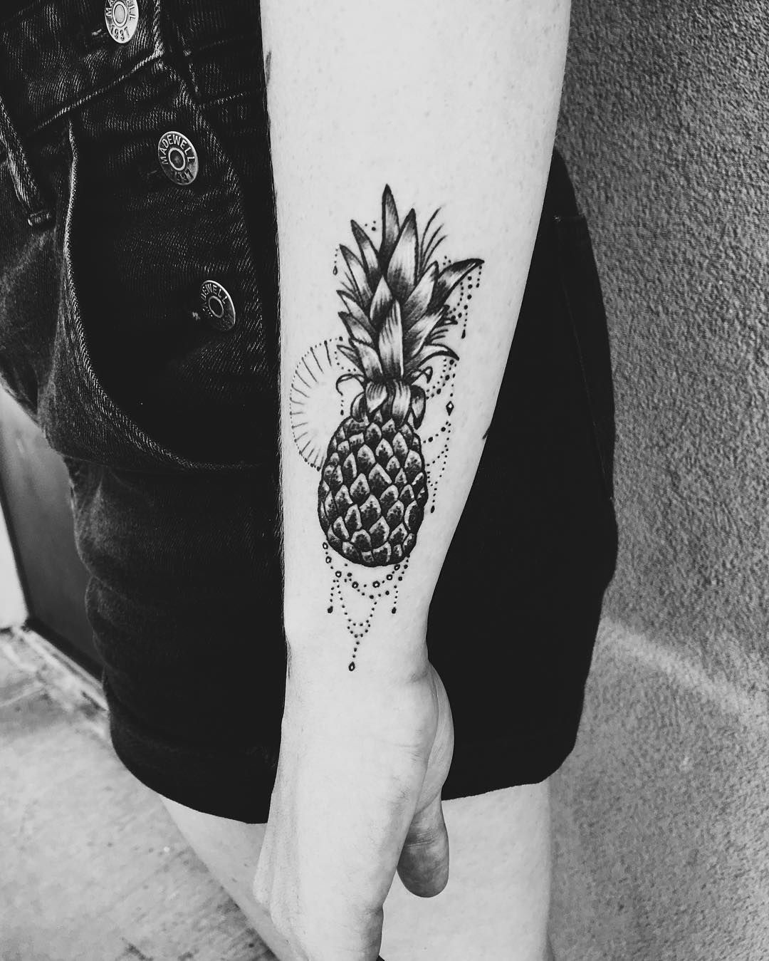 Maui pineapple tattoo tattoos pinterest pineapple for Henna tattoo maui