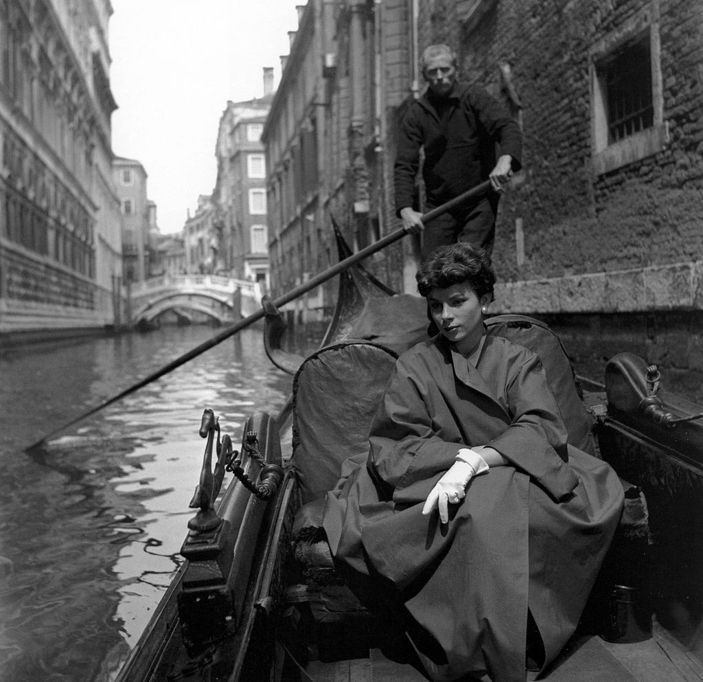 Françoise Dambier, photo by Georges Dambier, Venice, italy, ELLE, June 16, 1952