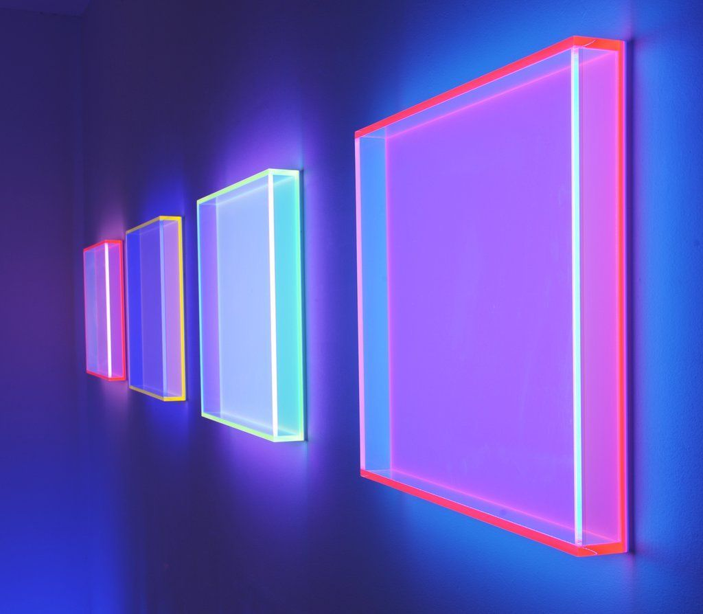 Regine Schumann Fluorescent Acrylic Glass Art Lightartinstallation Obras Da Artista Visual Alema Regine Schumann In 2020 Lichtkunst Lichtinstallation Und Bilder Mit Led Beleuchtung