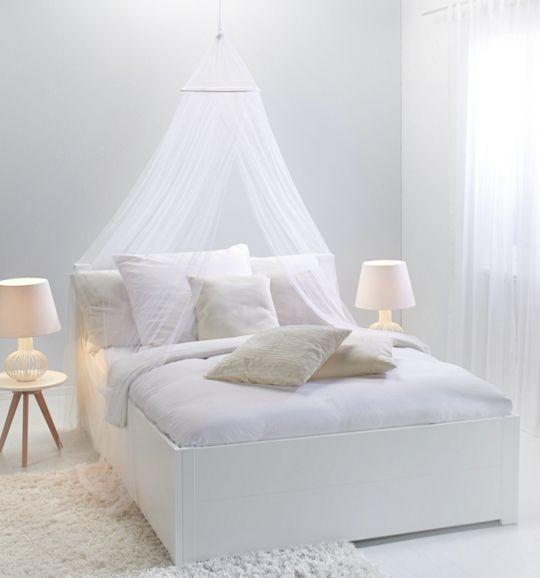 Dekoratives Mückennetz in Weiß - sorgt für entspannenden Schlaf