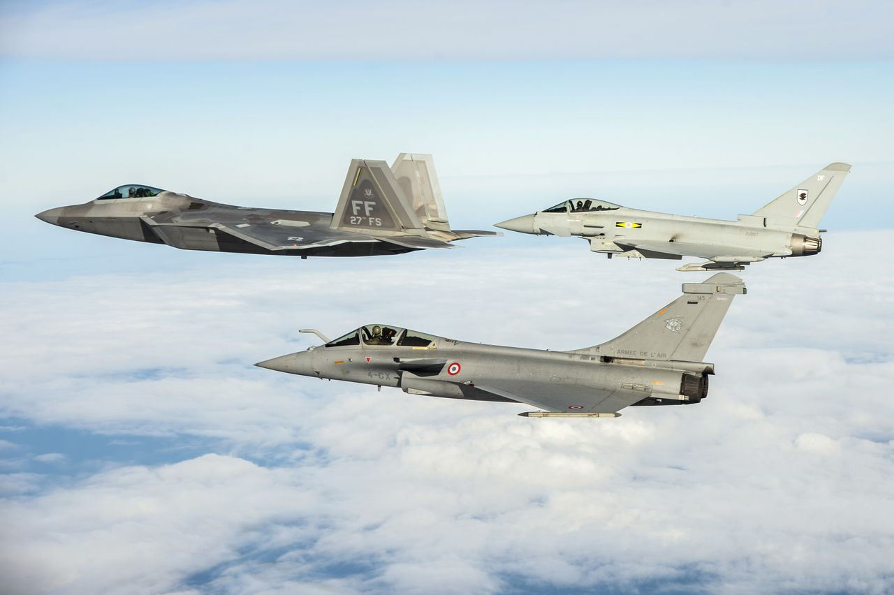 The Aviationist » Stunning Photos Show the F-22 Raptor training with the Eurofighter Typhoon and Dassault Rafale in the U.S.