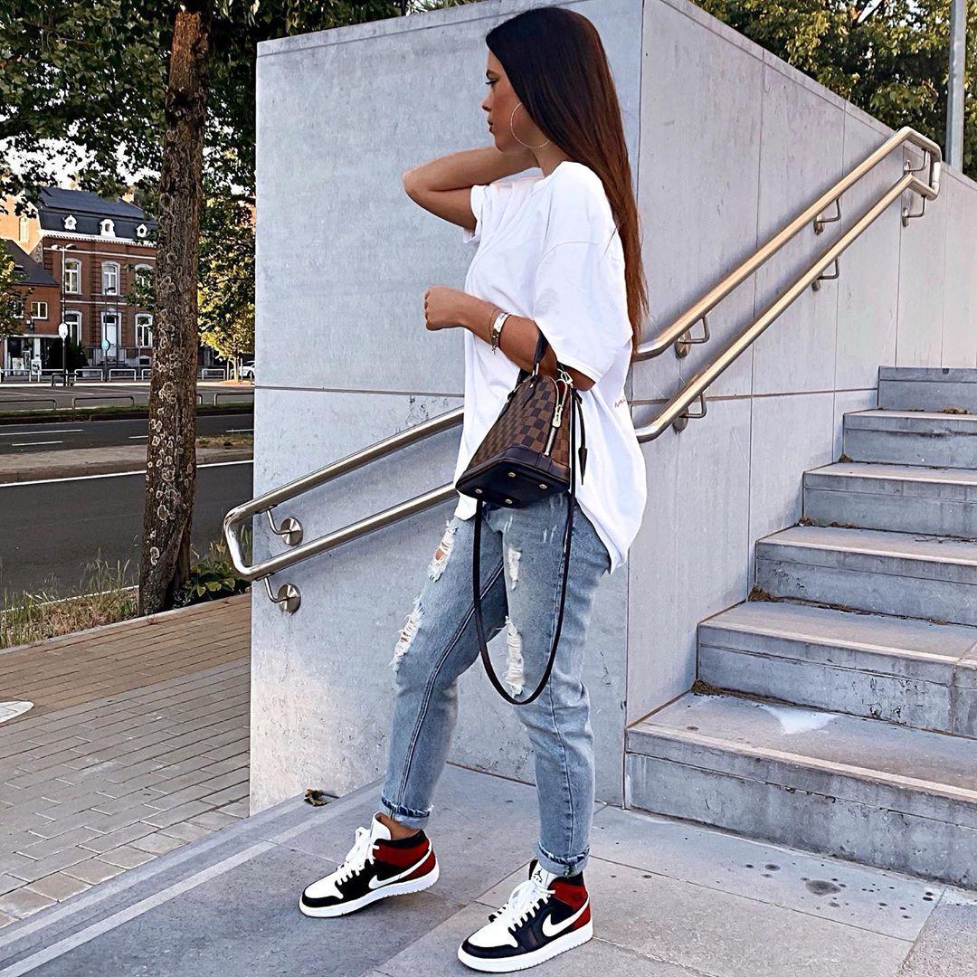 "@paulineantxo on Instagram: ""Samedi 🚀 Photo 1 ou 2? ❤️ #ootd #potd #outfit #streetstyle"""