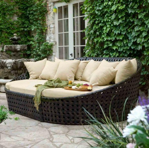 Le meuble de jardin ikea crée des espaces jolis et confortables.