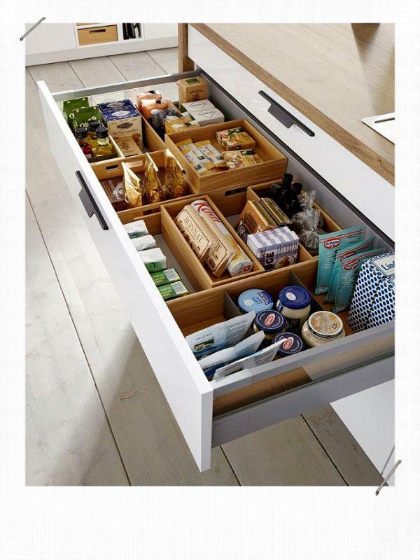 Dix astuces pour décorer et aménager une petite cuisine- Blog Déco en 2020   Armoire de cuisine ...