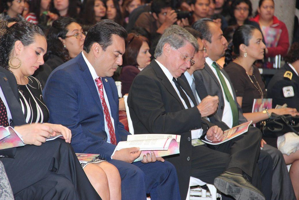 Si te interesa conocer más sobre la Consulta de Tendencias Juveniles 2013, impulsada por el Dr. Miguel Ángel Mancera, puedes visitar la página:  http://www.jovenes.df.gob.mx/