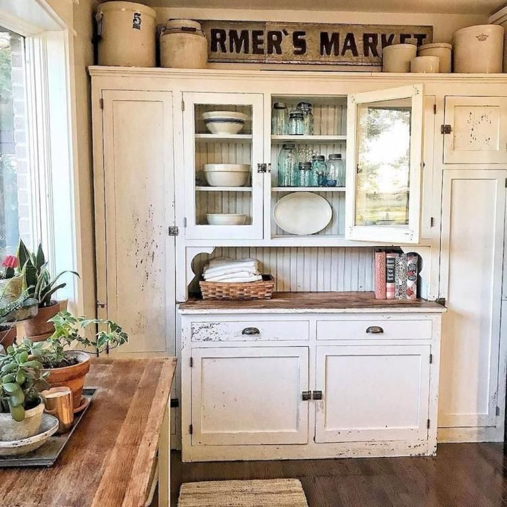 32 Stunning Vintage Kitchen Decor Ideas You Will Love In 2020 Beautiful Kitchen Cabinets Kitchen Cabinets Decor Farmhouse Kitchen Cabinets
