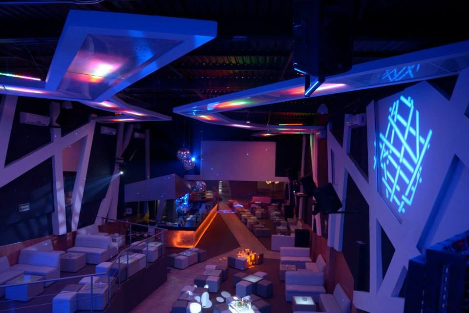 Interiorismo interiors antro bar night club lights highlights illuminations - Discoteca ozona madrid ...