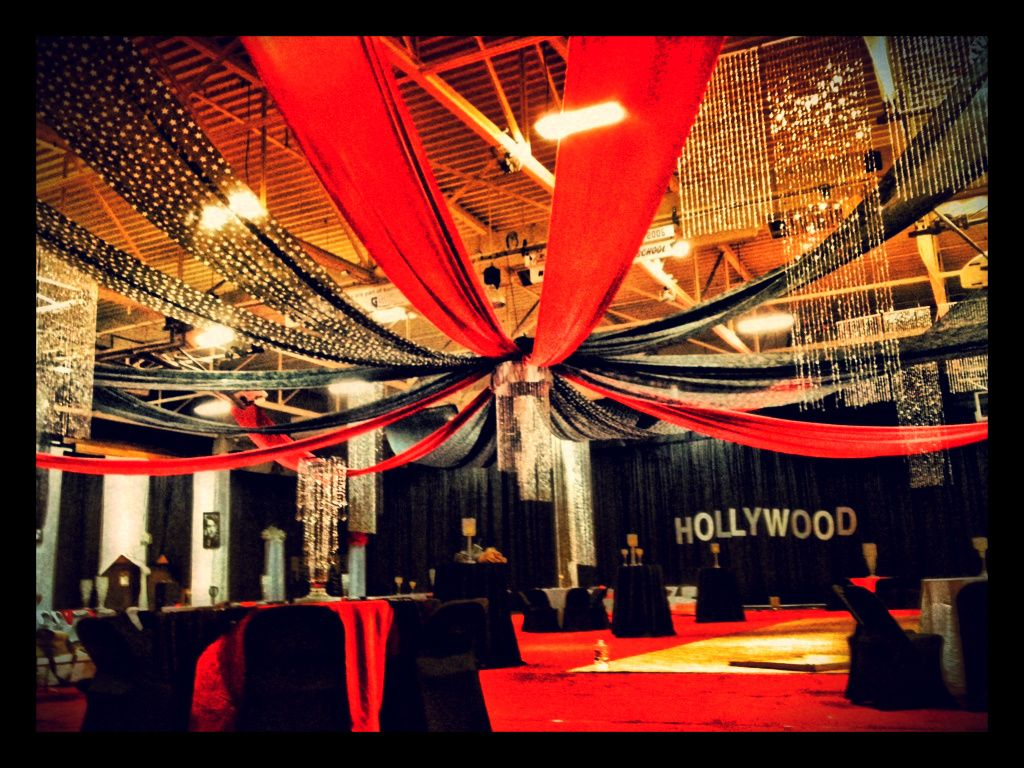 High school goes hollywood for prom hollywood prom for Hollywood party dekoration