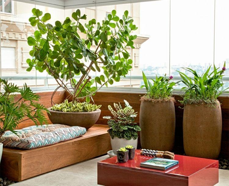 Kleiner Balkon Mit Holzmöbeln Und Tontöpfen Outdoors Pinterest   Terrassen  Sichtschutz Deko Varianten