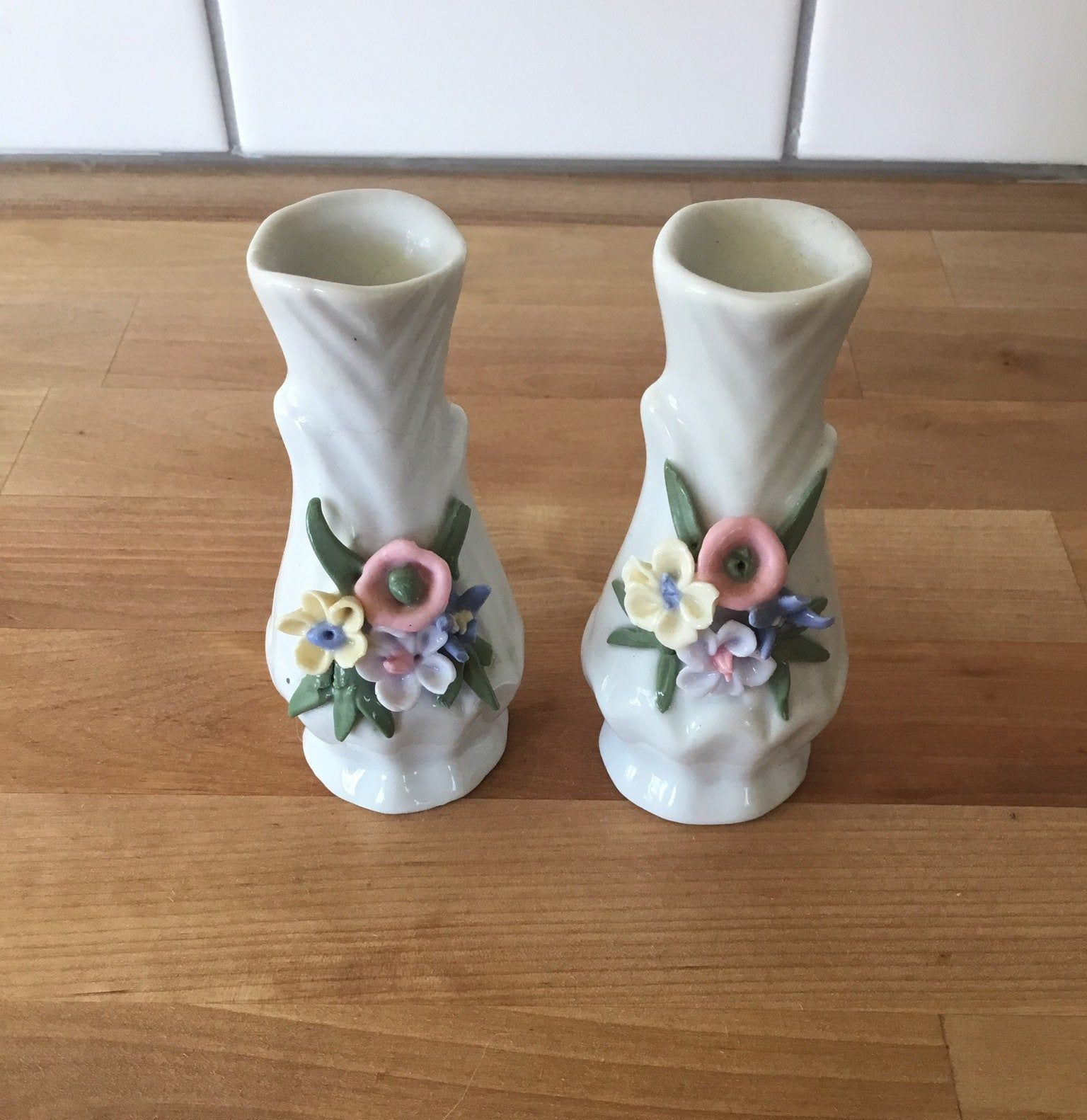 Vintage Shabby Chic Mini Ceramic Vases Made In China Decorated With Lovely 3d Flowers On The Neck By Moniquevernon On Etsy Vase Vintage Vases Ceramic Vases