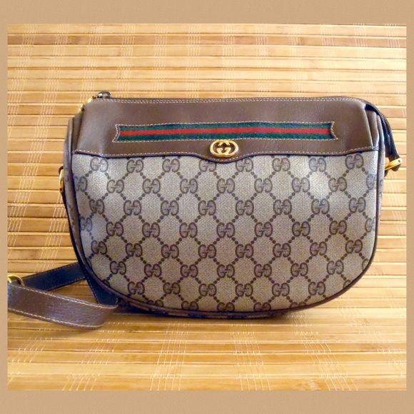 5d5efc98854 Vintage Gucci Shoulder Bag Authentic vintage Gucci shoulder bag. measures  about 9 1 2