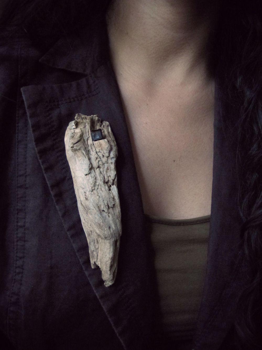 Materials:wood, tin,bottle caps, marble,copper.   by Natalia Araya (EASD Valencia)