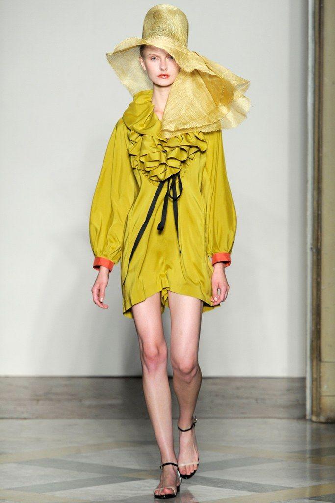 Albino Teodoro Spring 2011 Ready-to-Wear Fashion Show - Kamila Filipcikova