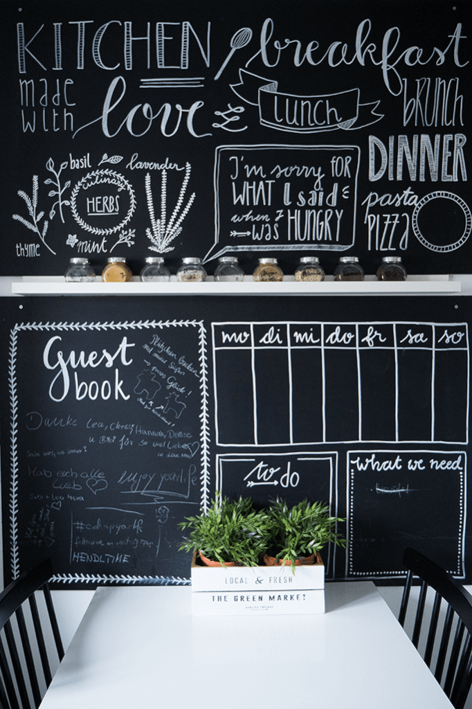 Chalk Lettering: Tafelwand bemalen mit Handlettering – Rosy & Grey