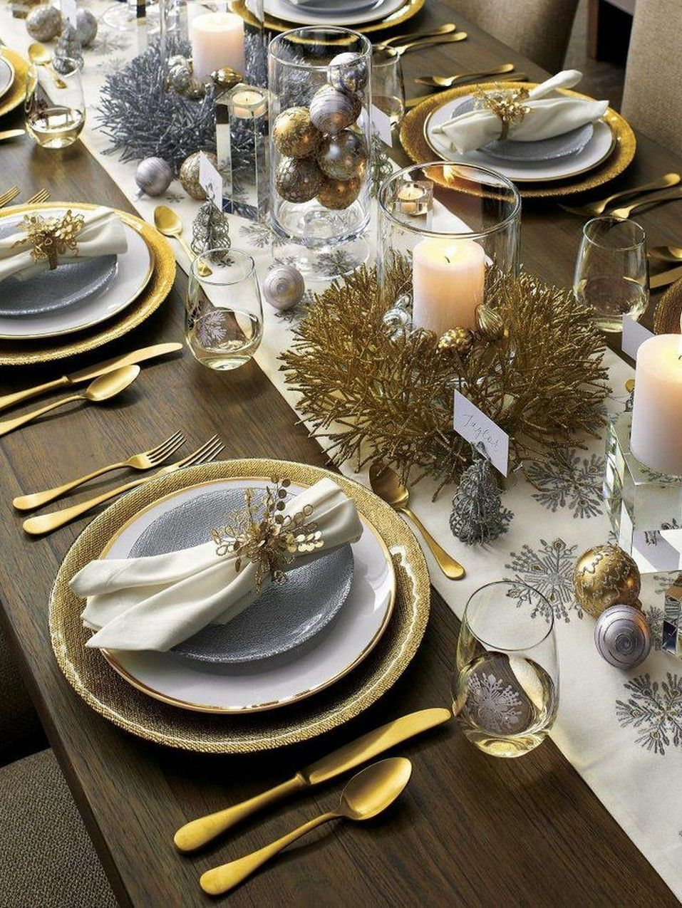 29 Most Popular Christmas Decorations On Pinterest Irma Christmas Dinner Table Christmas Dining Table Christmas Dinner Table Settings