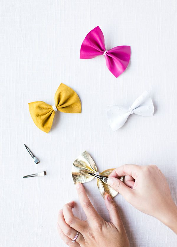 Two Minute Diy Leather Bow Clips Say Yes Diy Hair Bows Diy Leather Bows Leather Bows