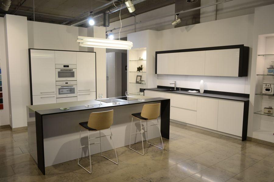 Individuell Geplante Küchen Mit Hohem Design  Und Qualitätsanspruch. Wir  Planen Und Montieren Ihre Küche