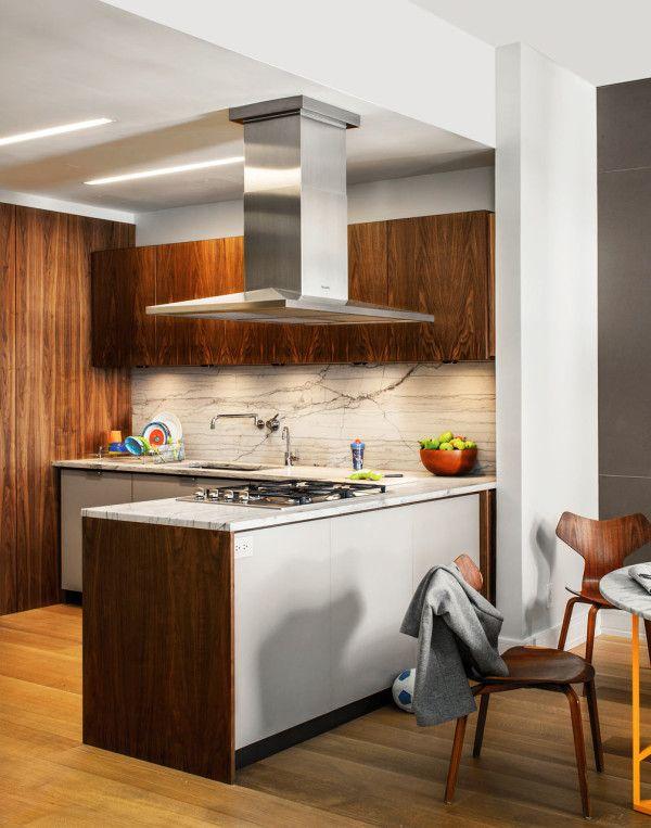 An Eco Friendly Apartment In New York City Peninsula Kitchen Design Kitchen Layout Kitchen Designs Layout