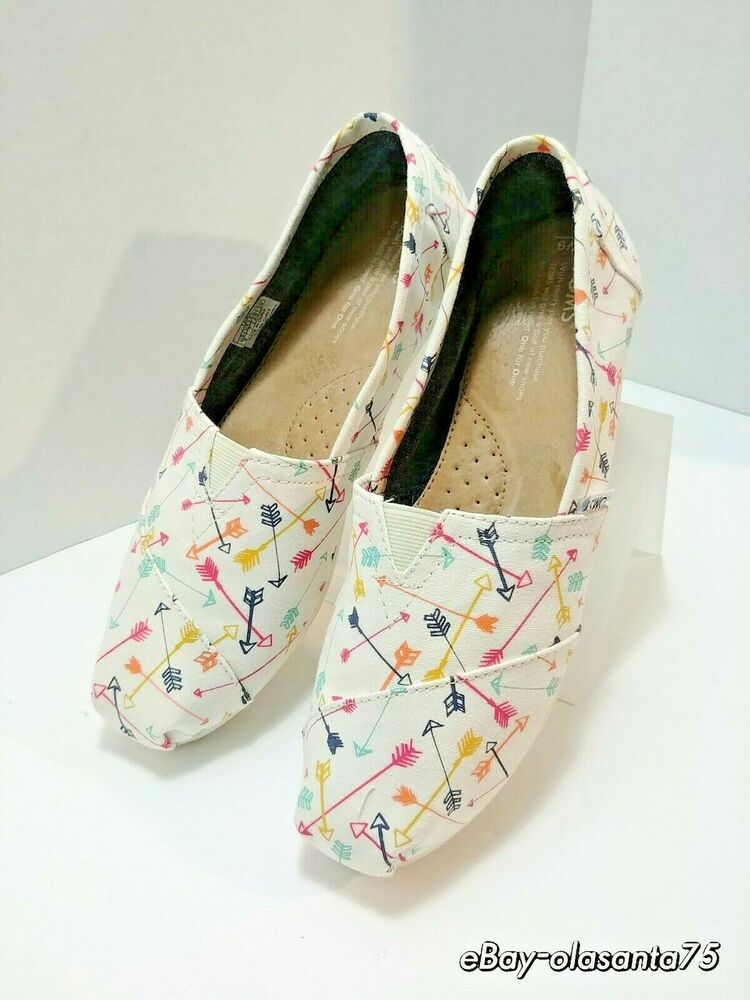 8ff432edbe3 Authentic TOMS Women s CLASSIC Canvas Slip-On Flats ~ Multi Arrows Size  Womens 9