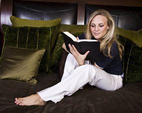 Wir verschenken 1000 mal Lesegenuss - der Hauptpreis ist eine Woche pure #Entspannung in einem #Bibliotel eurer Wahl inklusive Lesestoff!! Mitmachen & Gewinnen!  http://www.bibliotels.com/gewinnspiel/die-bibliotels-verschenken-1000-mal-lesegenuss-im-wert-von-ueber-euro-5000000.html
