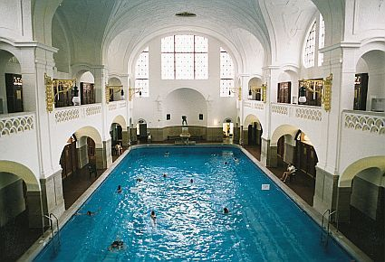 massierbar the muller 39 s public baths since 1901 is the art nouveau jewel in the wellness area. Black Bedroom Furniture Sets. Home Design Ideas