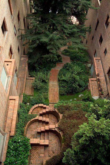 Edificio alto de los pinos bogot colombia rogelio for Capillas de velacion jardin de los pinos