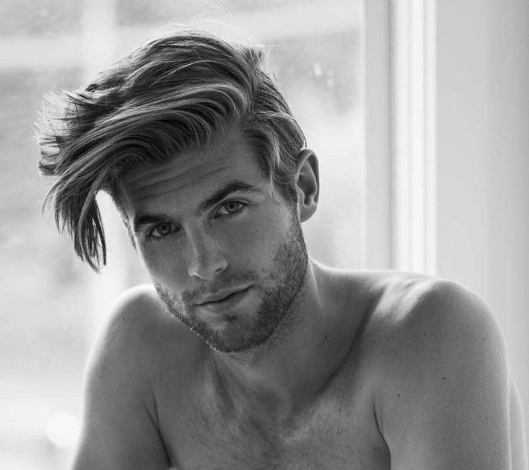 Style coiffure homme cheveux longs