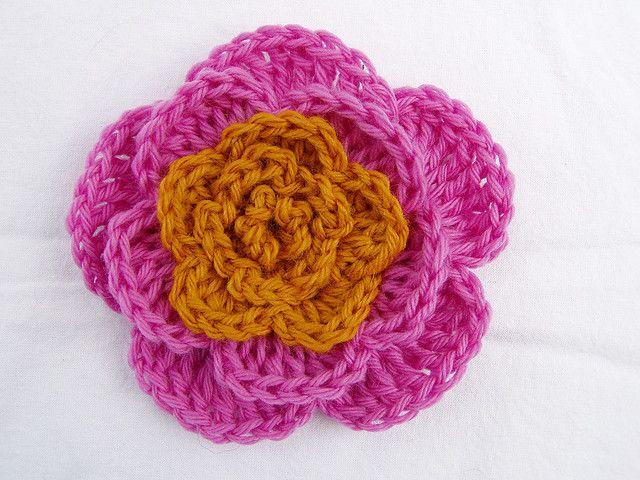 5-Petal Flower - Get The Free Crochet Pattern here: http://skamama ...