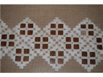Hardanger löpare  46x24,5 cm sydd på beige väv nyskick
