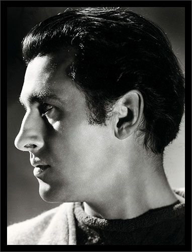 http://www.cornellucascollection.com/images/stewart_granger_1946.jpg
