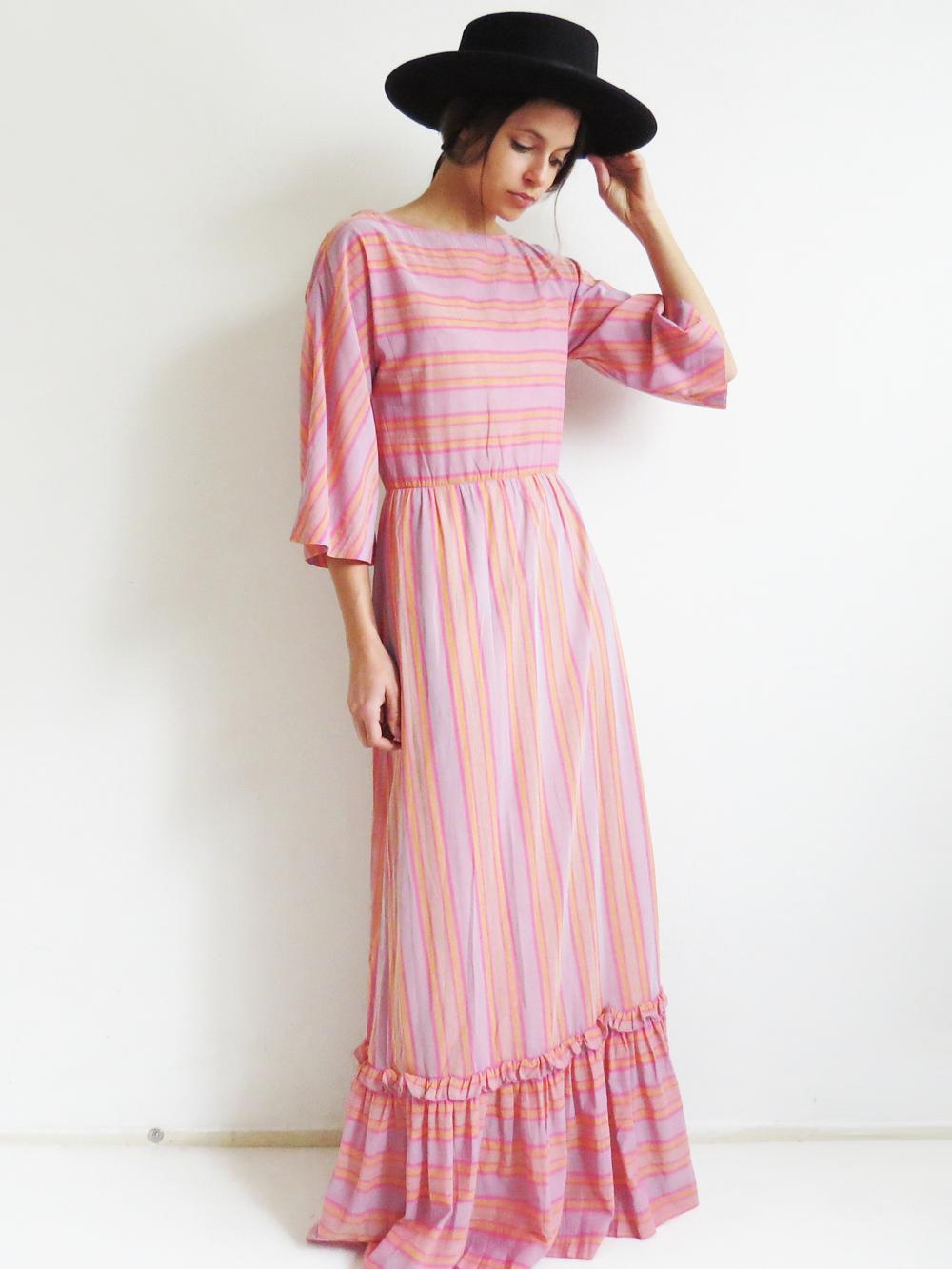 c6336a6191 1970's Striped Maxi Dress Striped Maxi Dresses, Dress Vintage, Vintage  Outfits, 1970s,