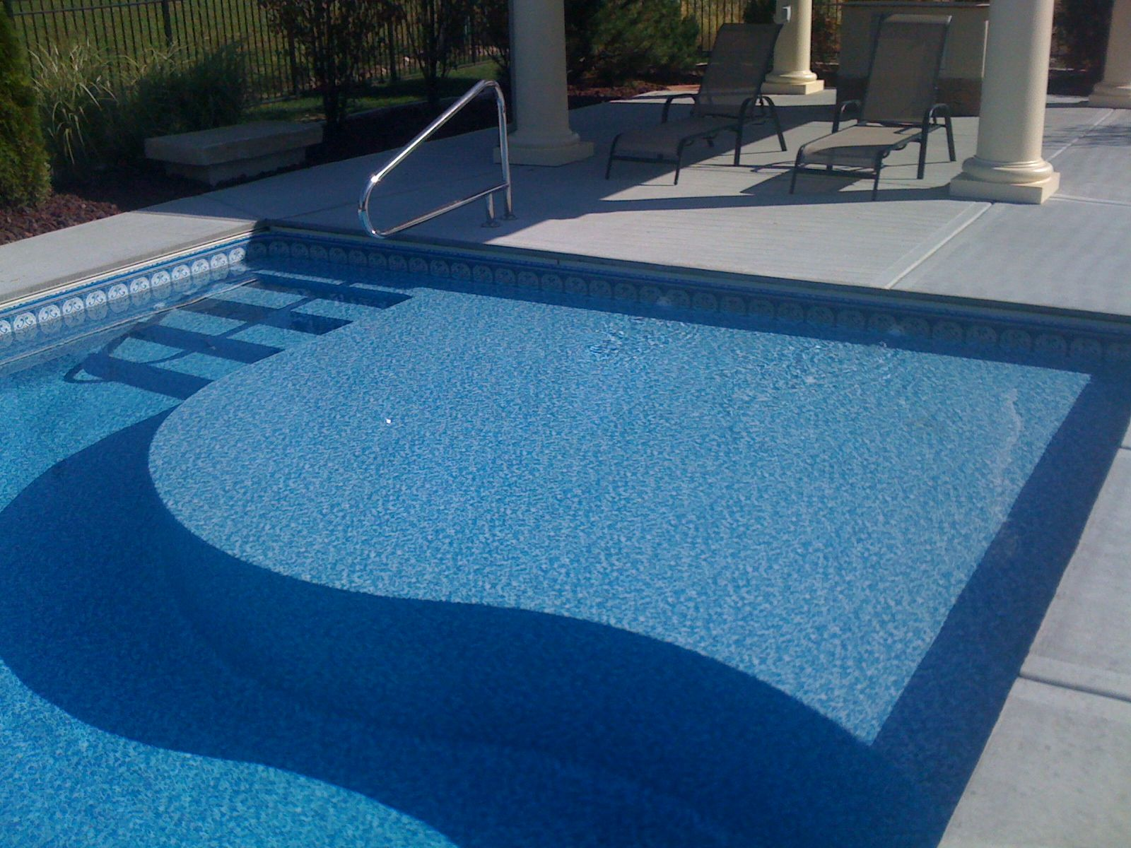 a tanning ledge in a pool designed and built by caribbean pools