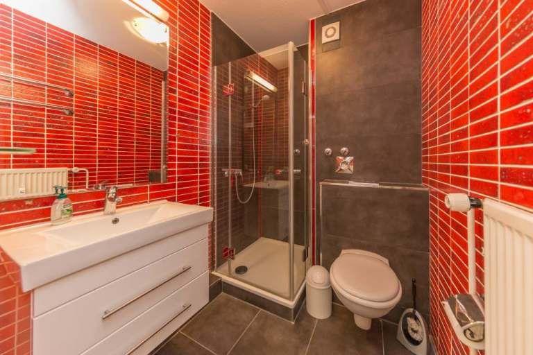Haus Hubertus App 8 Ferienwohnung Zur Miete In Niendorf In 2020 Ferienwohnung Wohnung Badezimmer Mit Dusche