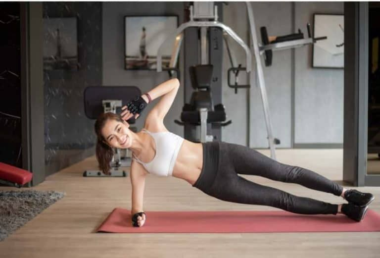 6 Pilates Workouts For Beginners To Do At Home - Fam Fits #pilatesworkoutroutine
