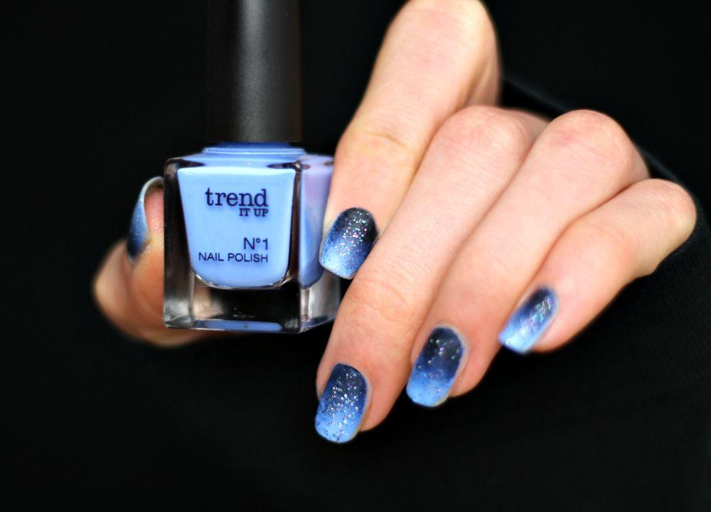 Farbverlauf nageldesign blau