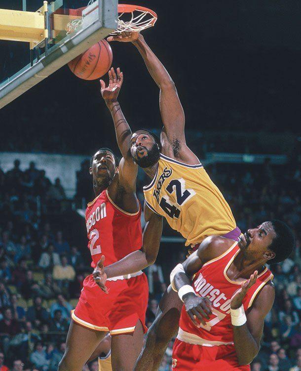 James Worthy Dunks Over Houston Planet Bangonya Nba Basketball