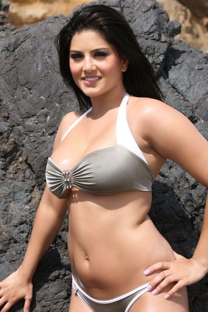 bottom xossip photo bikini Actress