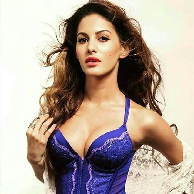 amyra #amyradastur#jackie #jackiechan #hot #sexy#boobs#cleavage#body