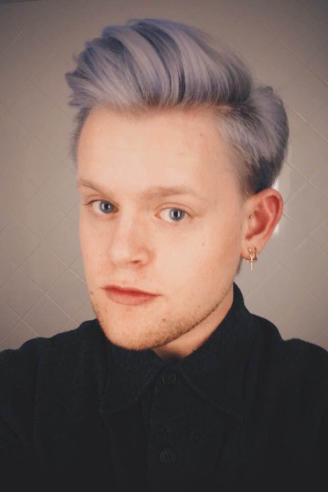 Diederek Krooneman Got This Amazing Hair With Manicpanic Here Is The Recipe 1 Flashlightning Bleach Men Purple Hair Hair Color Pastel Grey White Hair