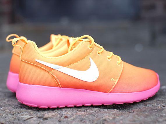 Nike Womens Roshe Run Atomic Mango Pink Glow Sneakernews Com Nike Outfits Nike Mode Nike