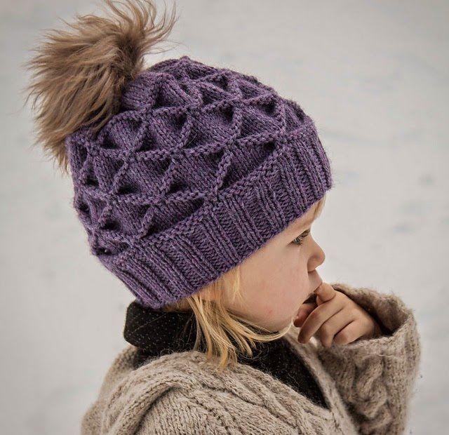 Вязать шапку спицами видео для девочки