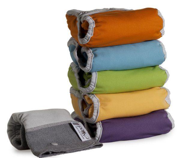 Pack ahorro de 5 #pañalespopin colores vivos (azul, verde, mostaza, calabaza y morado). Son #pañales todo en dos (incluyen cobertor y dos absorbentes). Con un absorbente de noche de regalo. #pañalesecológicos #popin  Adaptables para distintas edades del niño mediante broches.