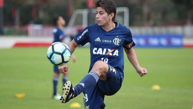 Flamengo ainda não vê Conca 100% e sem atuar argentino não recebe pagamento